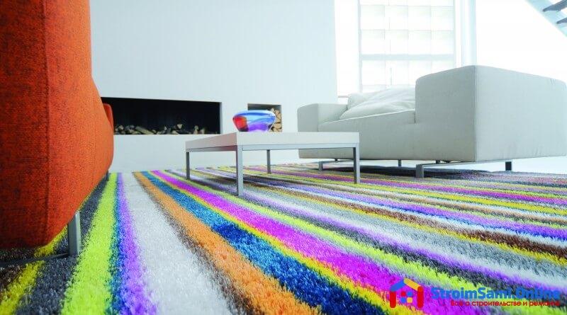 На фото: пол с ковровым покрытием
