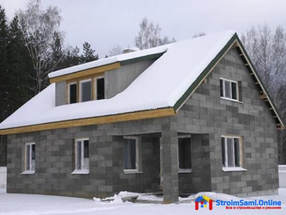 На фото: дом из шлакоблока