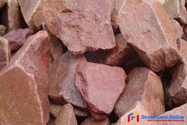 На фото: природный камень кварцит (малиновый)