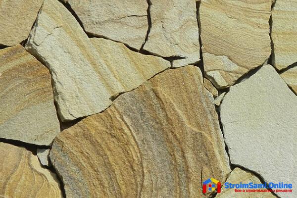 На фото: природный камень песчаник