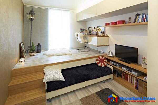 На фото: подиум для кровати