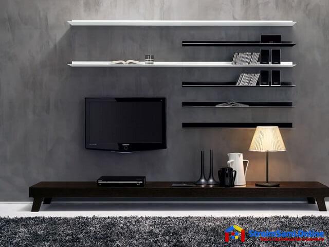 На фото: полки на стену возле ТВ зоны
