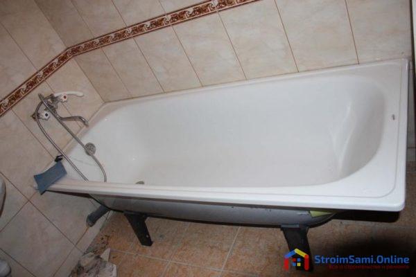 На фото: стальная ванна