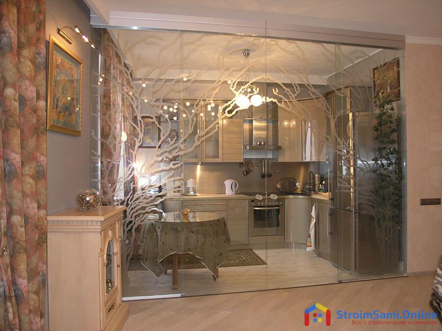 Стеклянные межкомнатные перегородки в интерьере квартиры