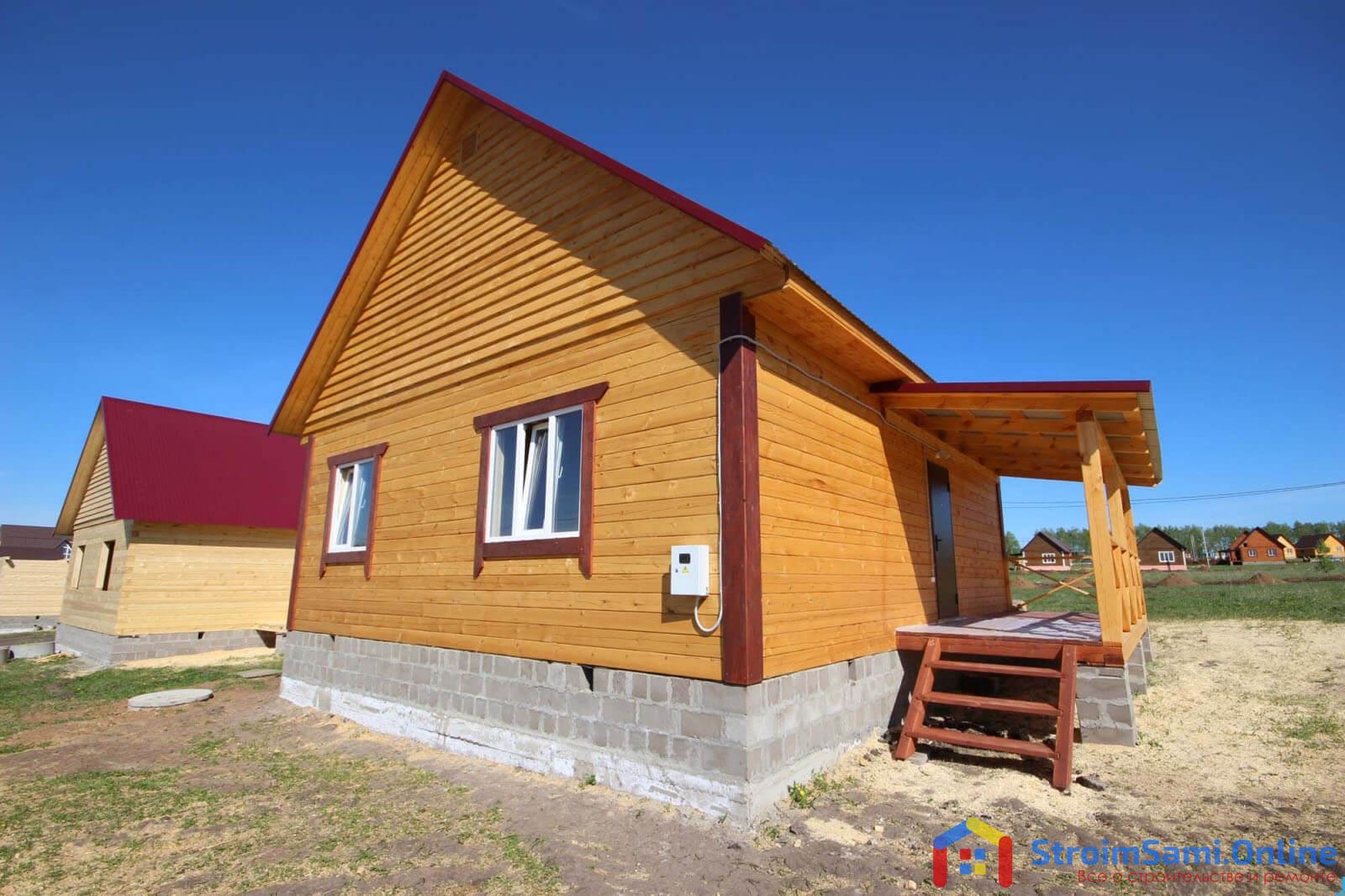 На фото: дом из строганого бруса