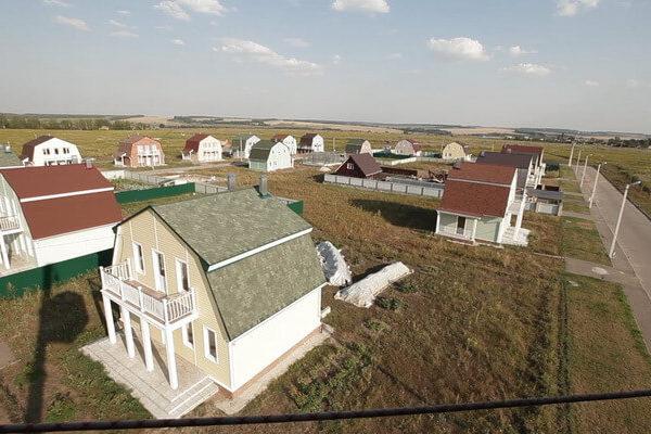 На фото: коттеджный поселок