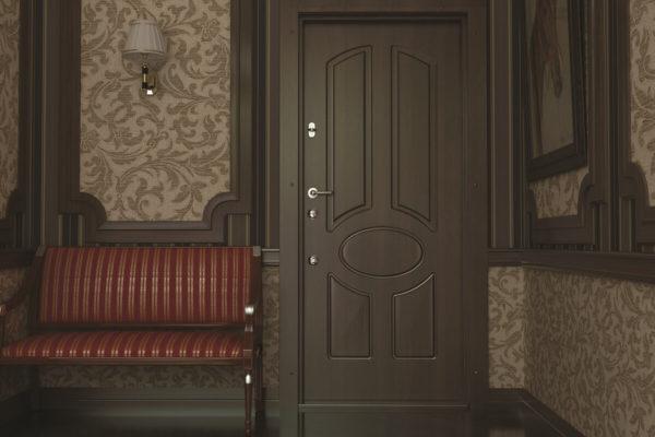 На фото: входная металлическая дверь