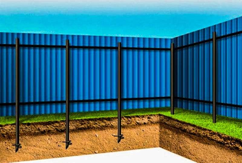На фото: забор из профнастила на винтовых сваях
