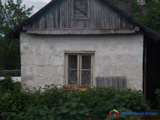 На фото: садовый домик