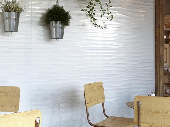 Настенная плитка из белой глины: фото в интерьере