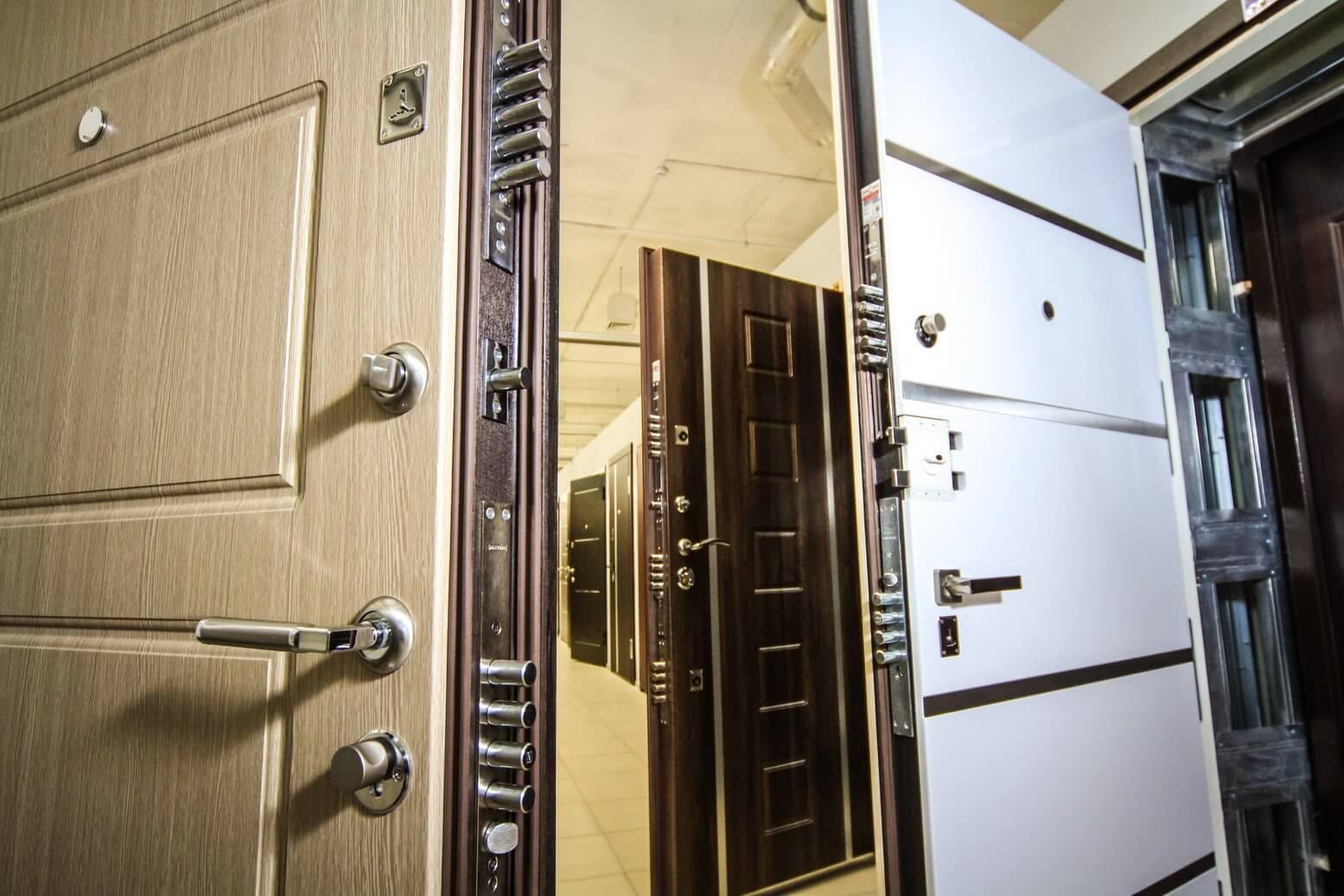 На фото: входные двери в квартиру