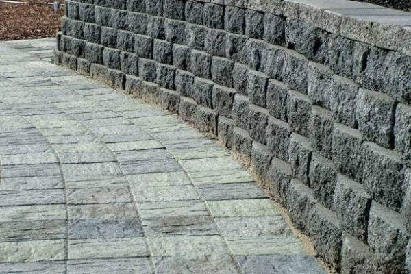 На фото: изделие из гранита