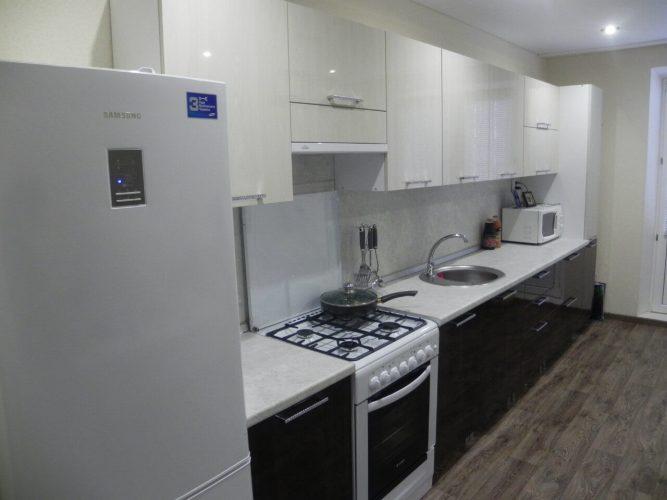 На фото: линейная кухня