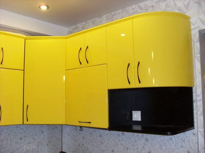 На фото: верхние ящики кухонного гарнитура с радиусом