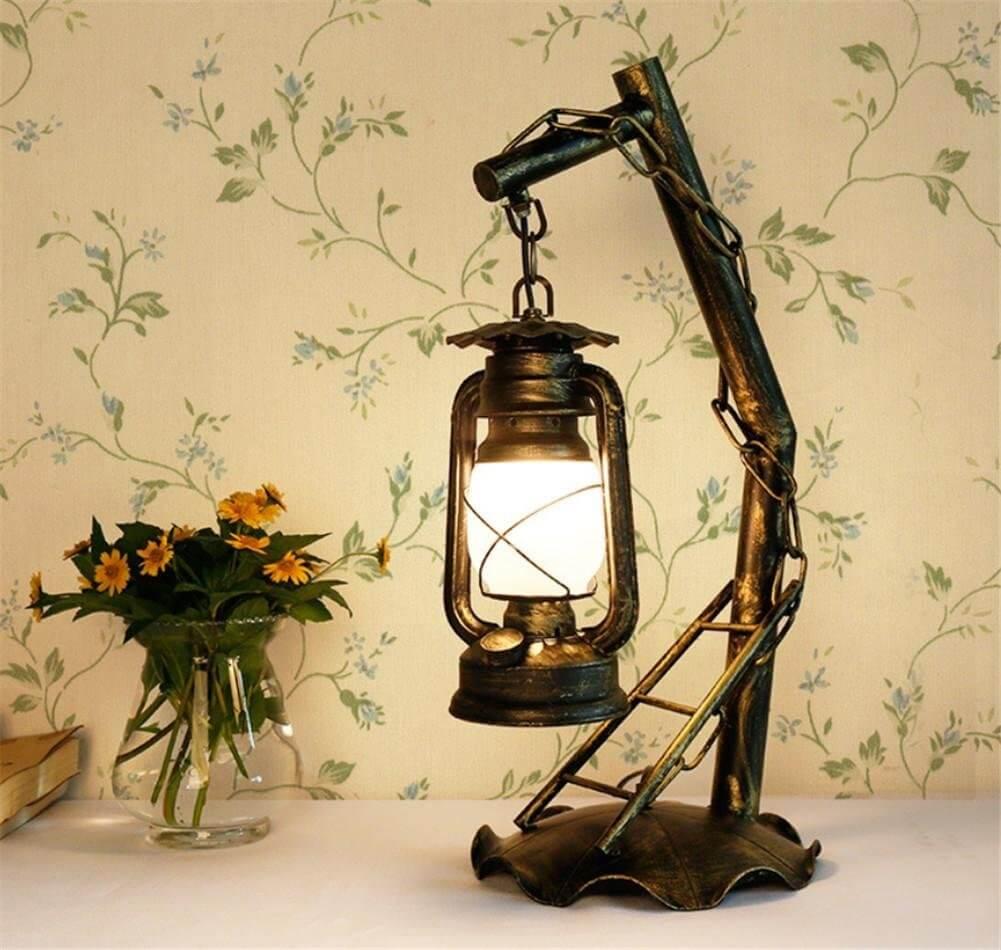 Настольный ретро светильник в интерьере: фото