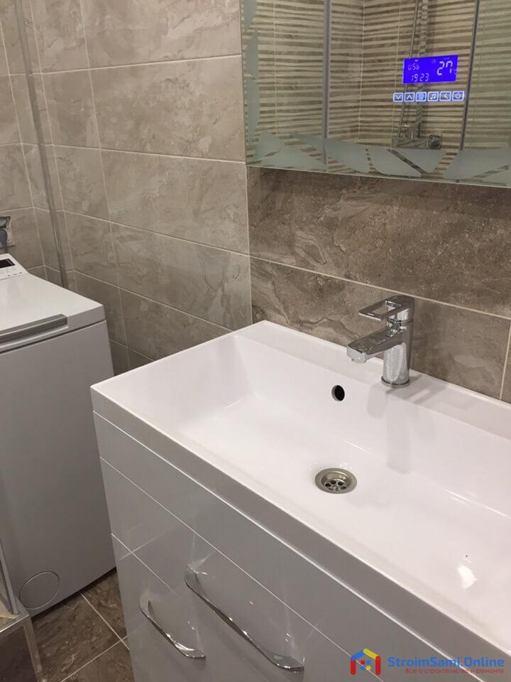 Фото ремонта в ванной с душевой кабиной