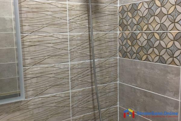 На фото: отделка стен в ванной керамической плиткой