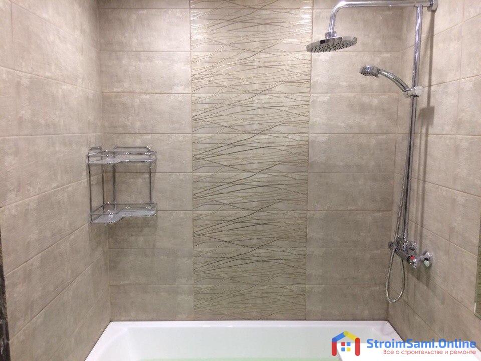 На фото: отделка стен в ванной комнате
