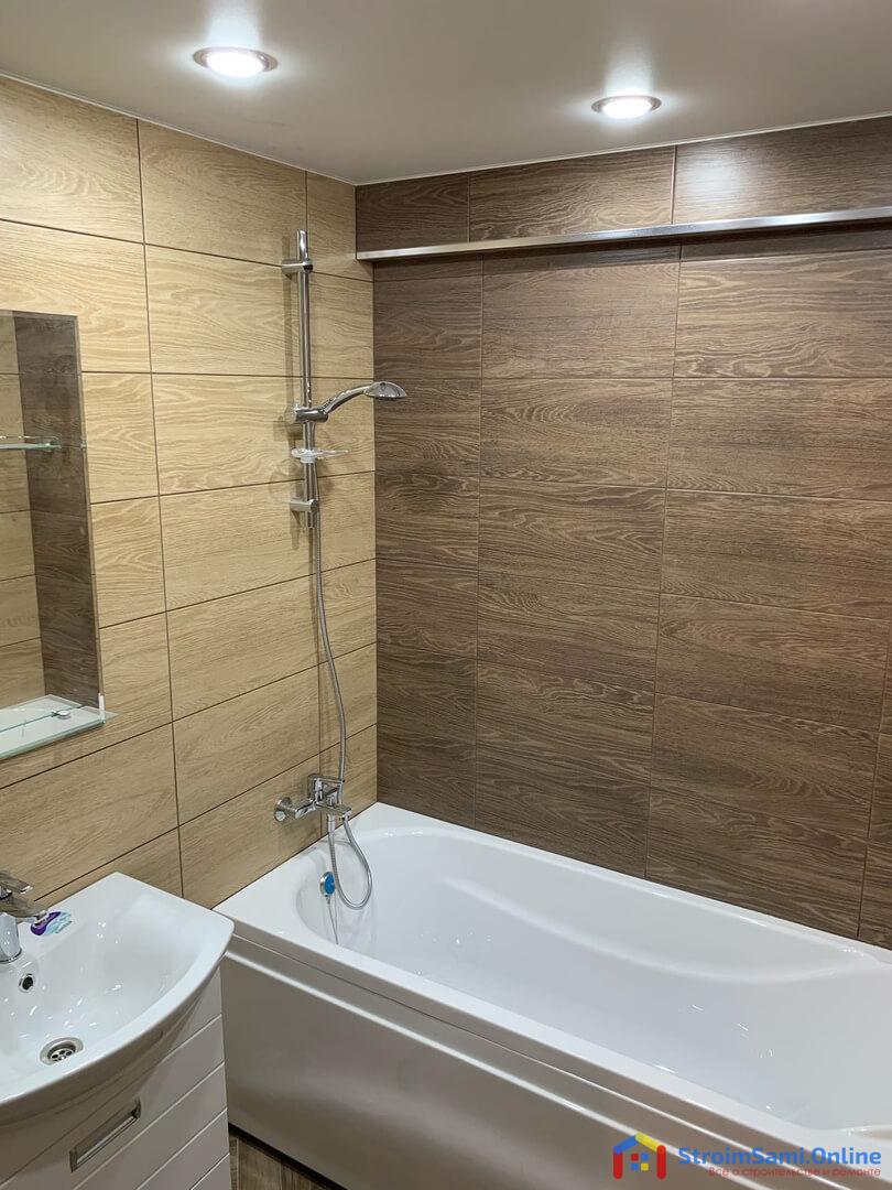 На фото: плитка в ванной комнате