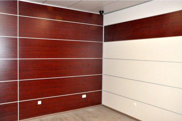 На фото: ламинированные стеновые панели