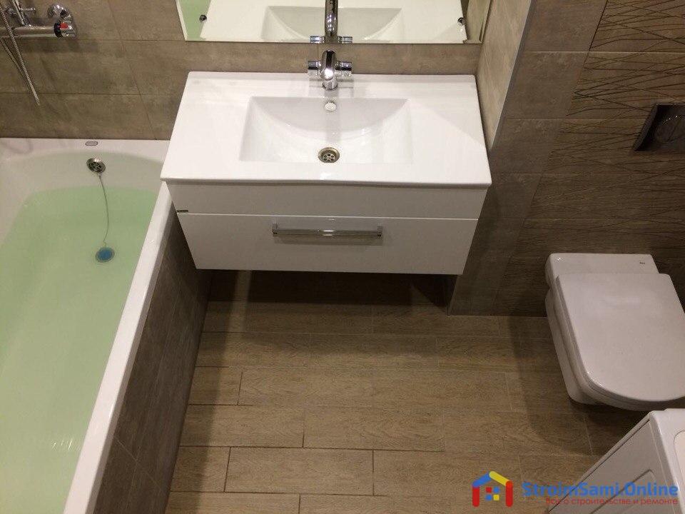 На фото: напольное покрытие в ванной комнате