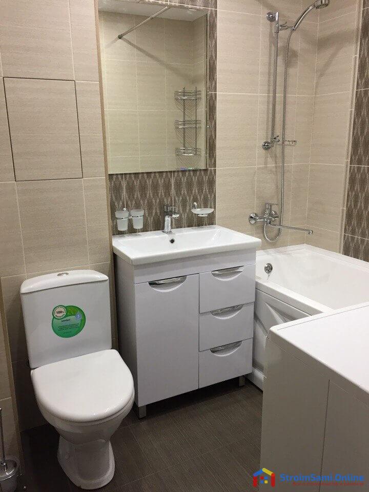 На фото: мебель и оборудование для ванной комнаты