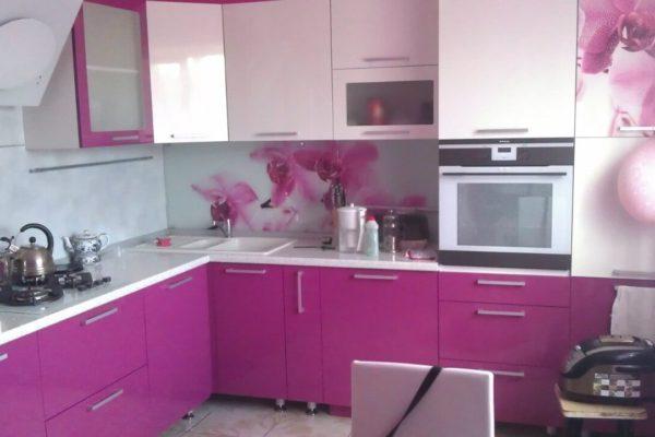 На фото: угловая кухня