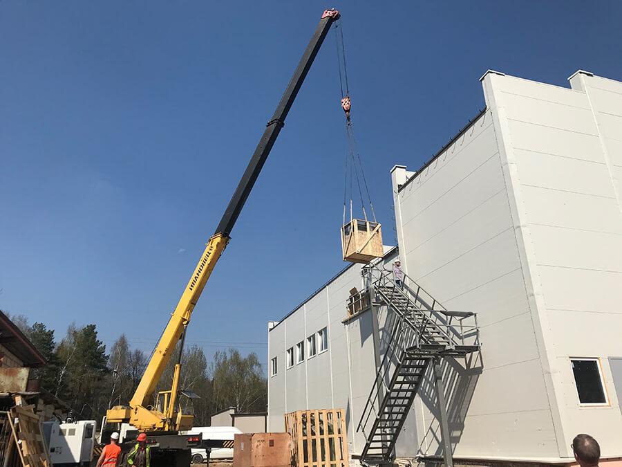 На фото: такелажные работы, перемещение крупногабаритных и сверхтяжелых грузов