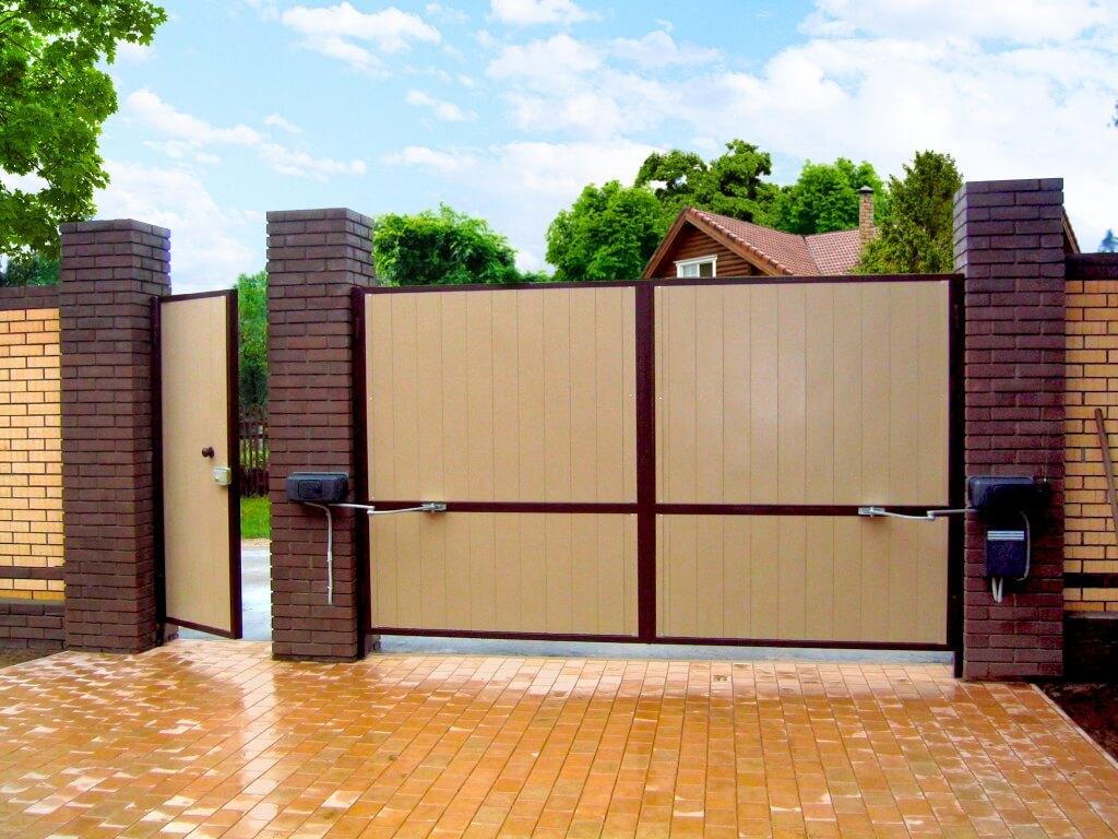 На фото: автоматические раздвижные ворота