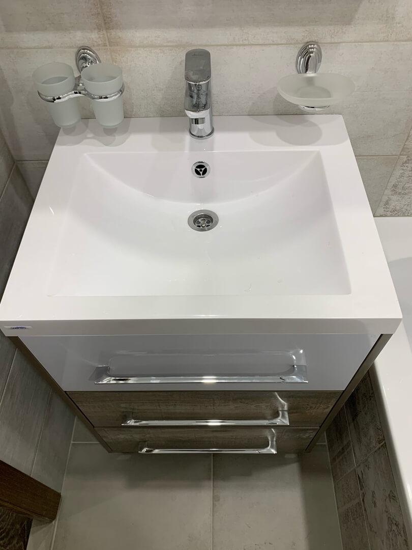 На фото: умывальник в ванной комнате