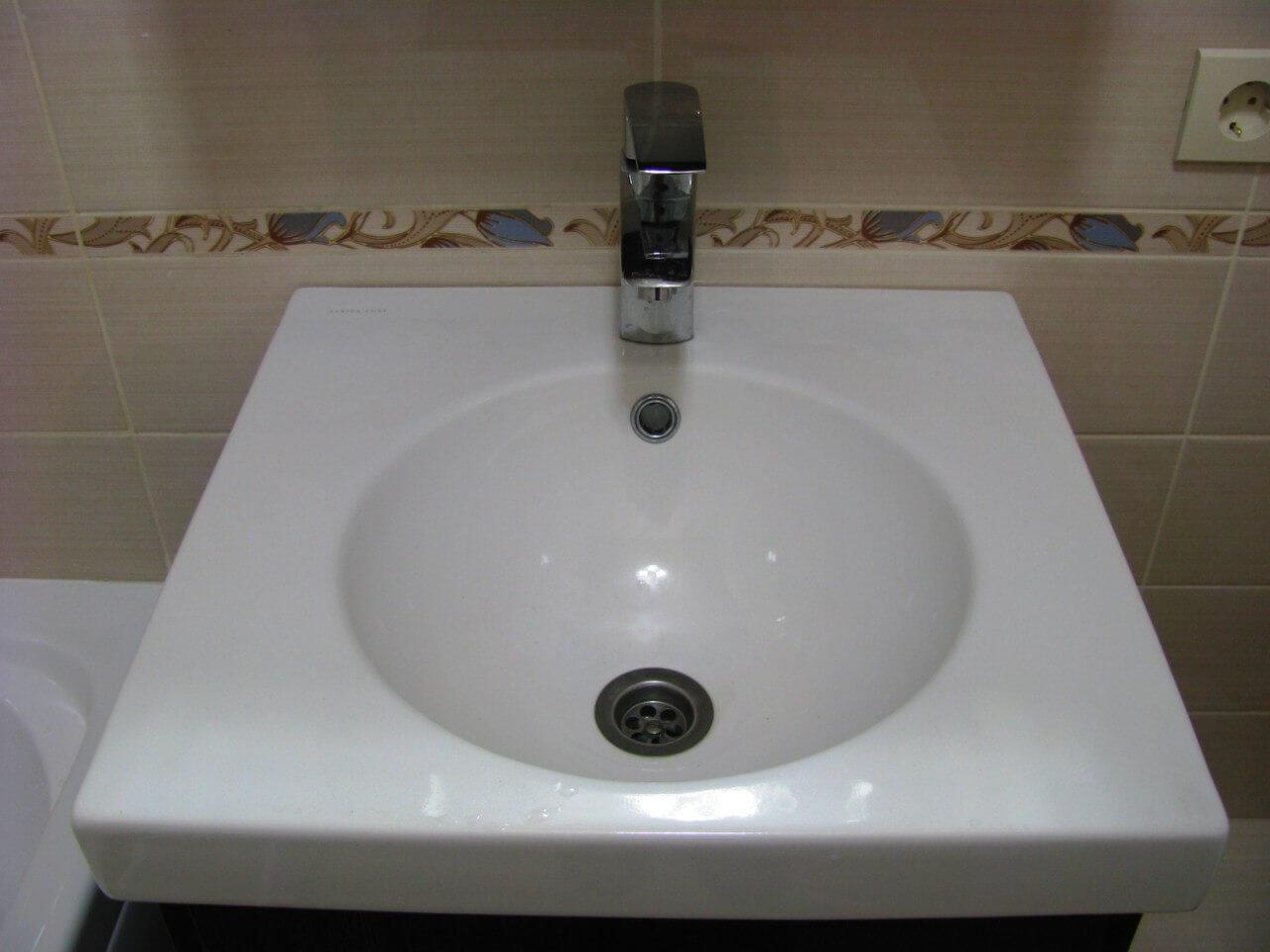 На фото: ремонт в ванной комнате совмещенной с санузлом