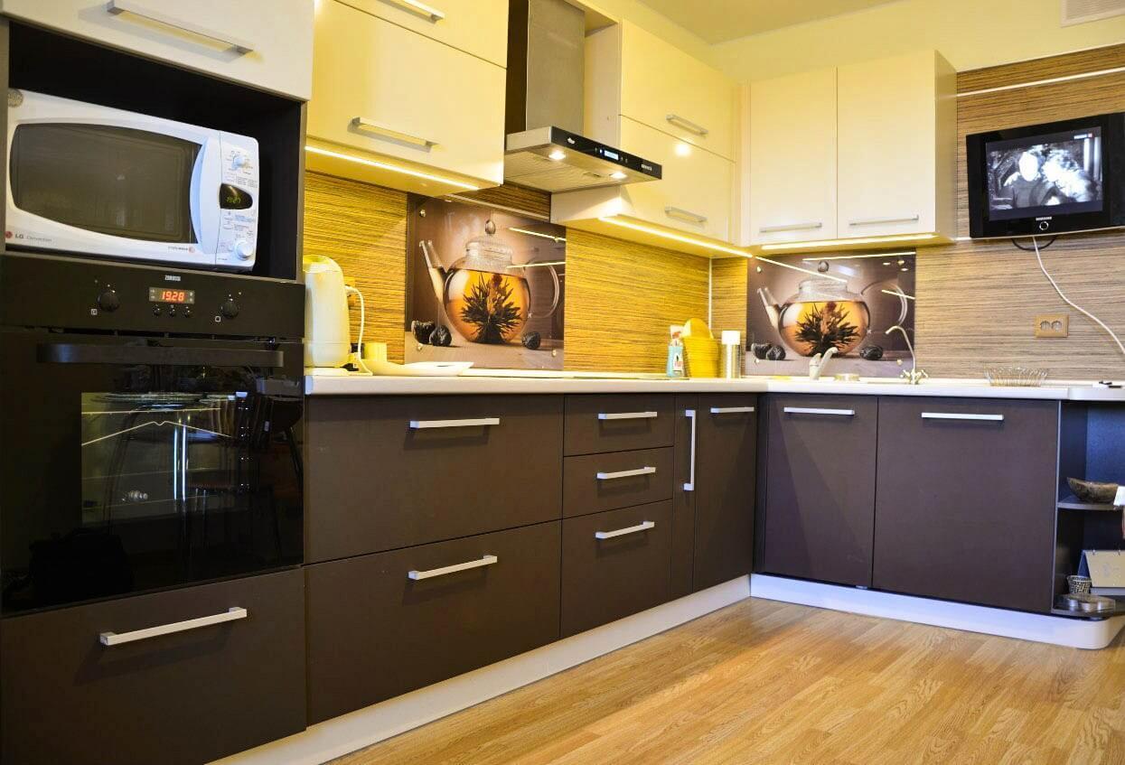 На фото: дизайн кухни 9 кв. м.