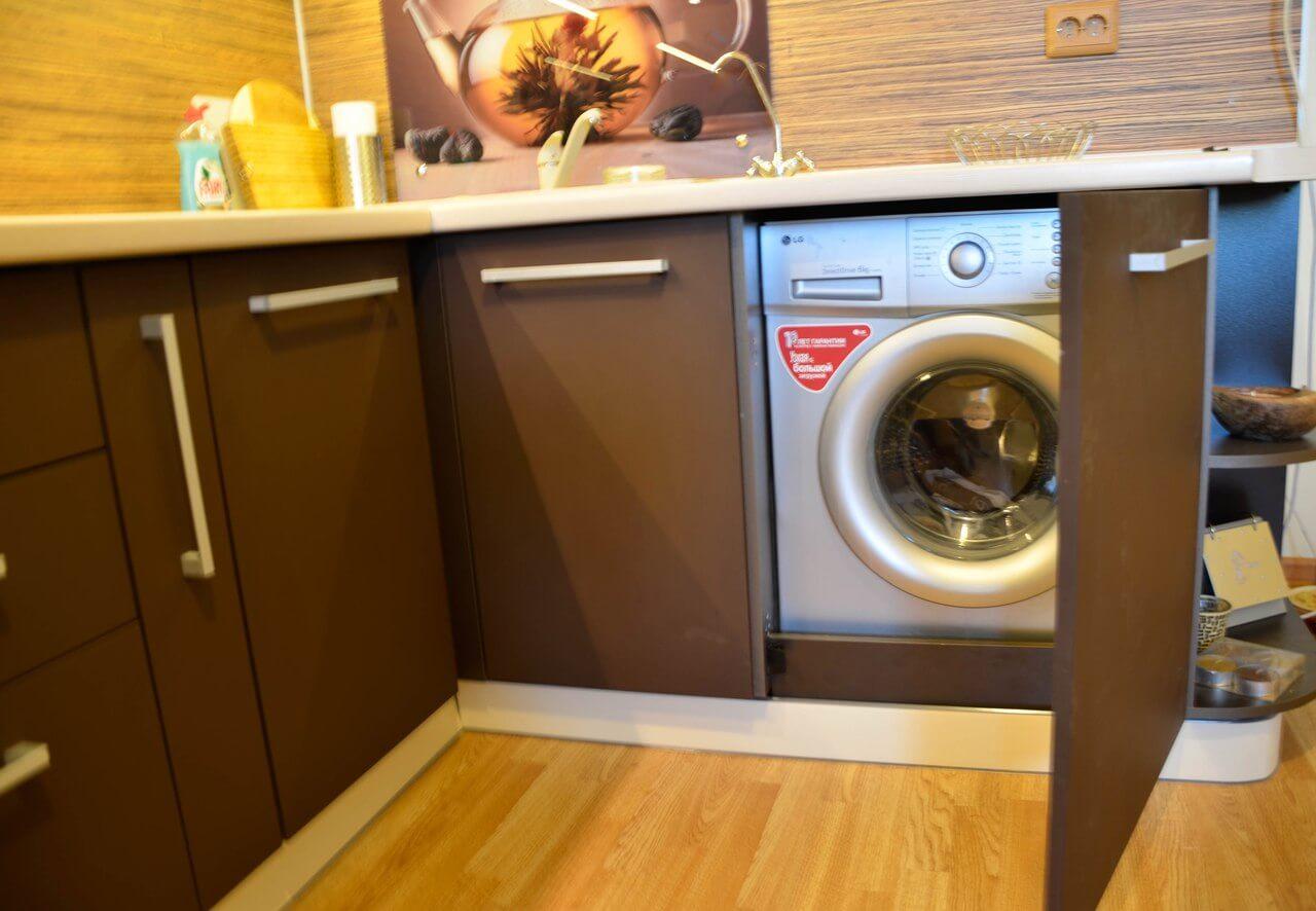 На фото: встраиваемая стиральная машина