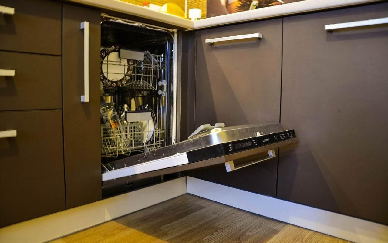 На фото: встраиваемая посудомоечная машина