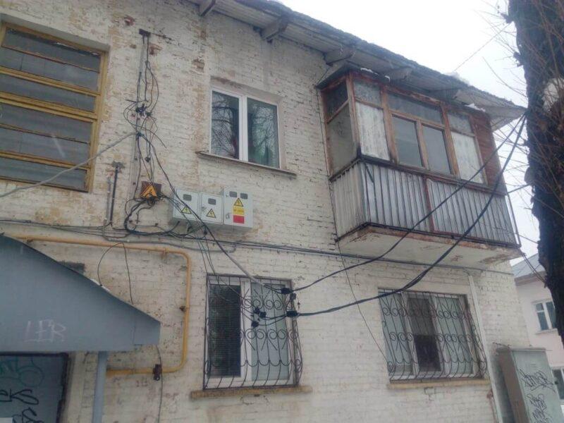 В Уфе не чистят снег с крыши жилого дома