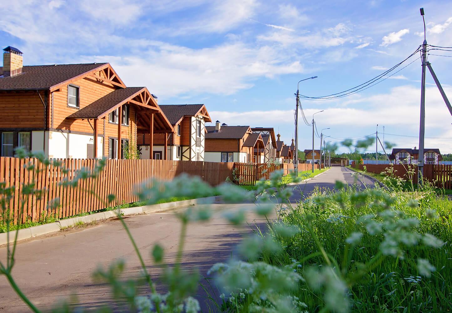 На фото: Коттеджный поселок «Покровские ворота» на Новорижском шоссе