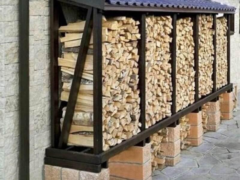 На фото: идеи как можно сделать дровник на даче своими руками