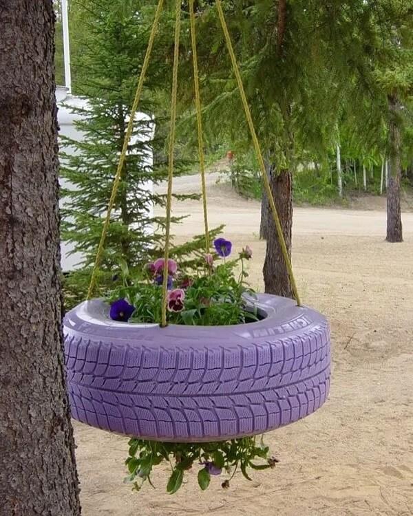 На фото: идеи для дачи из старых автомобильных покрышек