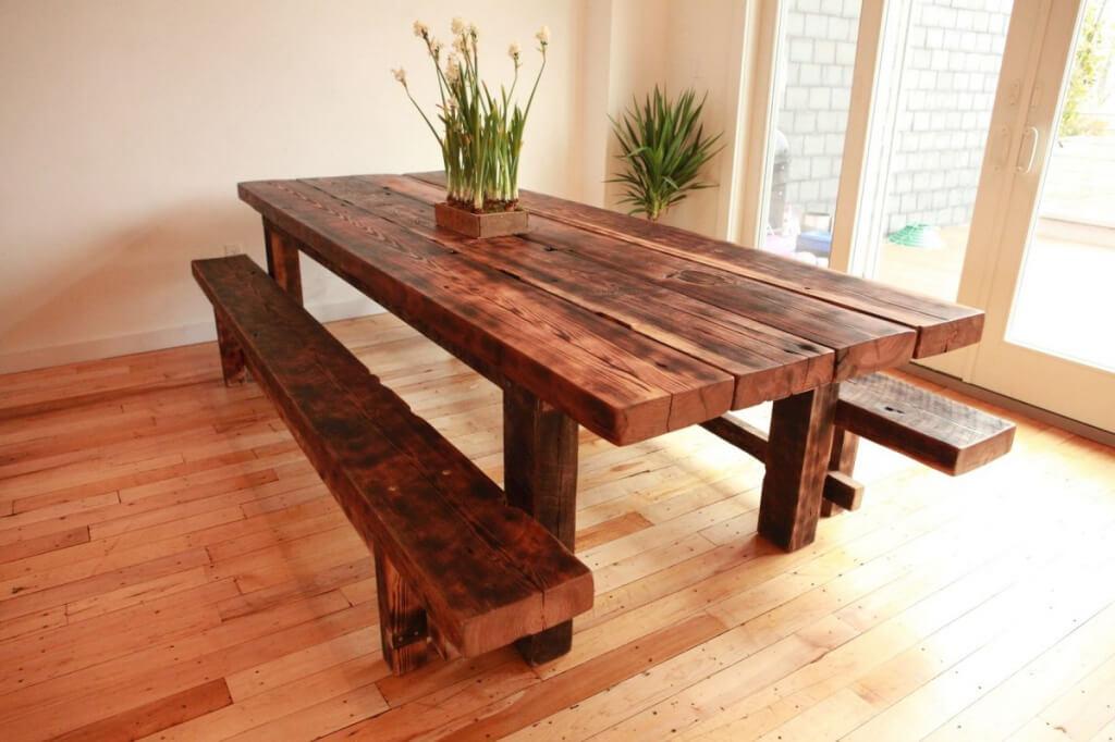 """На фото: стол из натурального дерева / Источник фото: Интернет-магазин """"Мебельный дом"""""""
