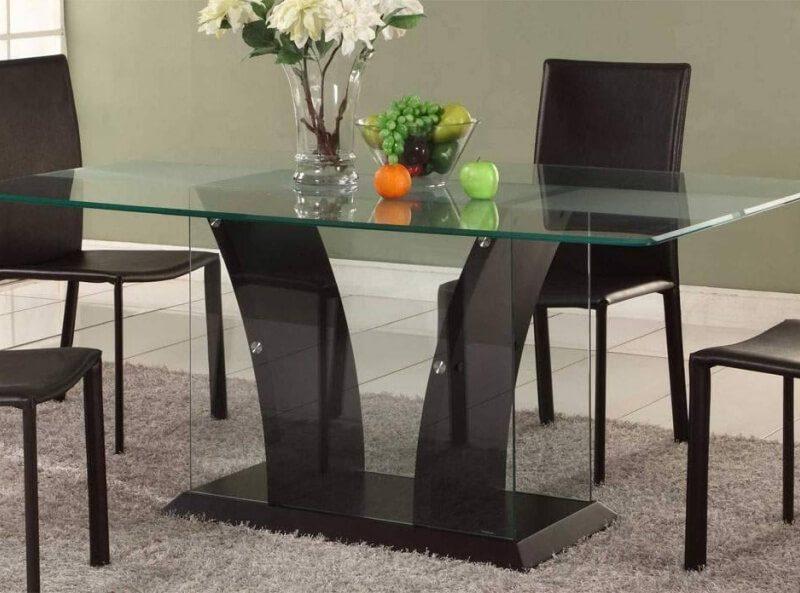 На фото: стеклянный стол / Источник фото: Интернет-магазин «Мебельный дом»