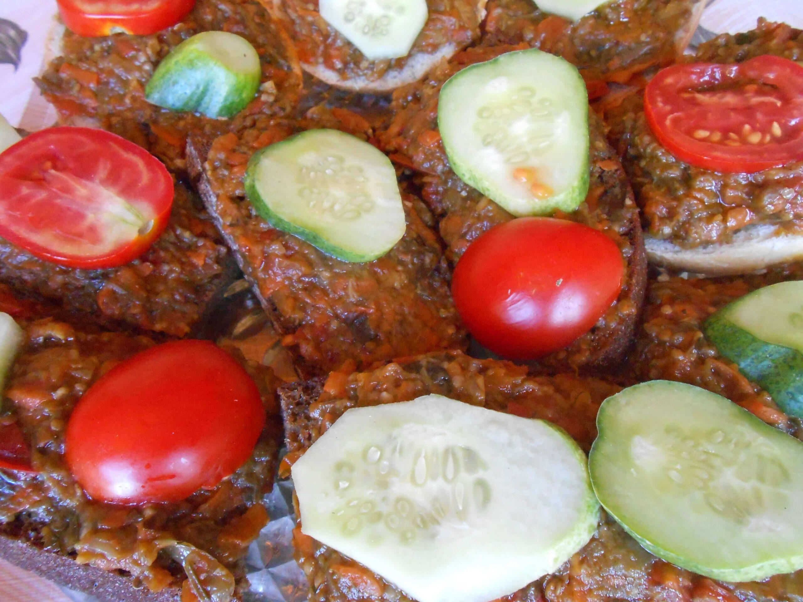 На фото: овощи и мясо на гриле / Авторское фото