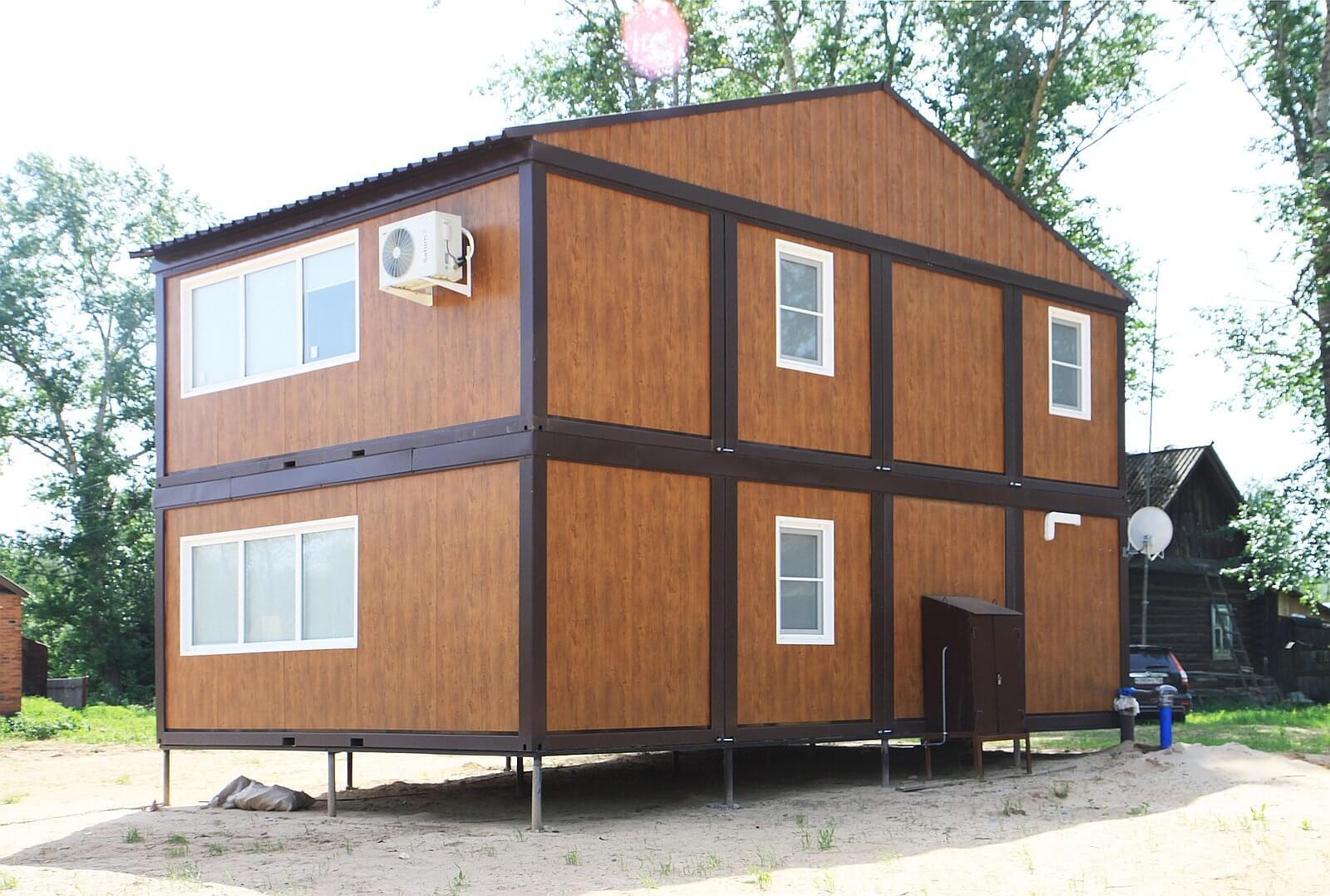 На фото: быстровозводимый модульный дачный дом
