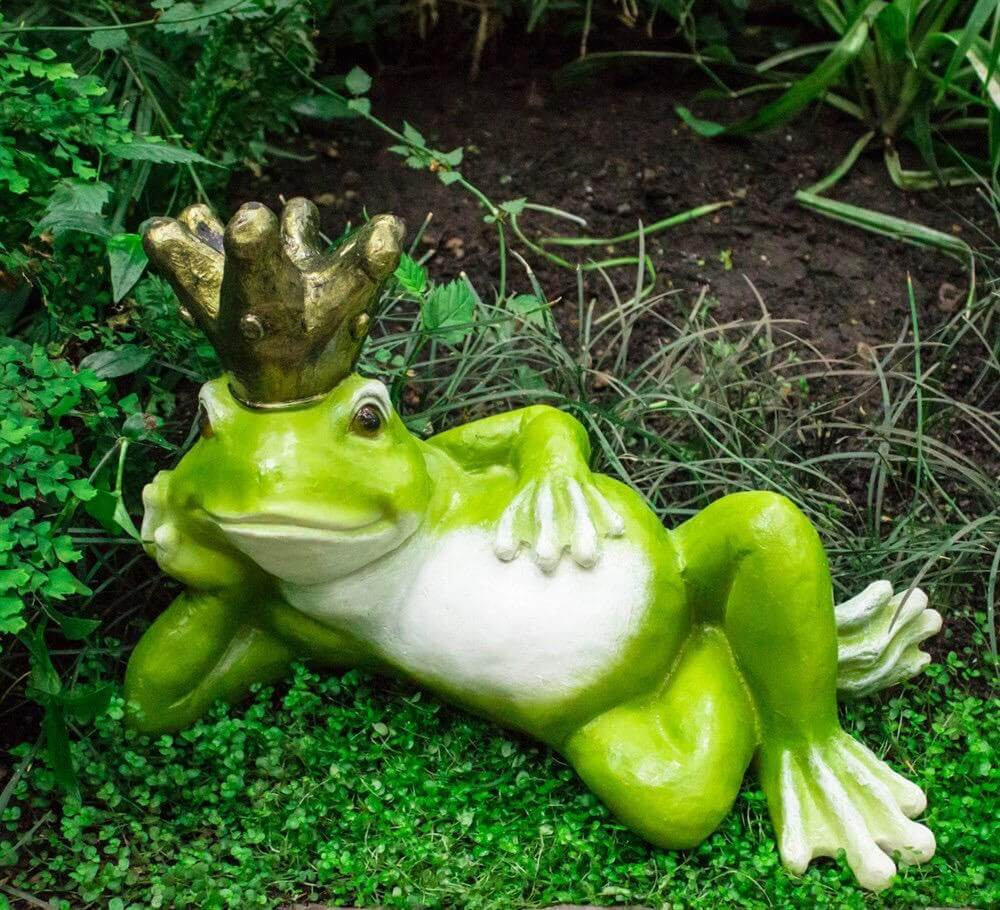 На фото: гипсовые садовые фигурки