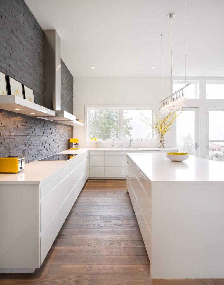 Кухня совмещенная с лоджией: фото в интерьере