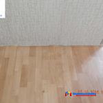 На фото: укладка линолеума своими руками