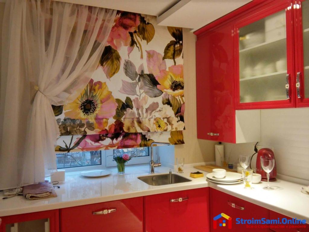 На фото: занавески на кухню