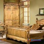 На фото: Белорусская мебель из сосны