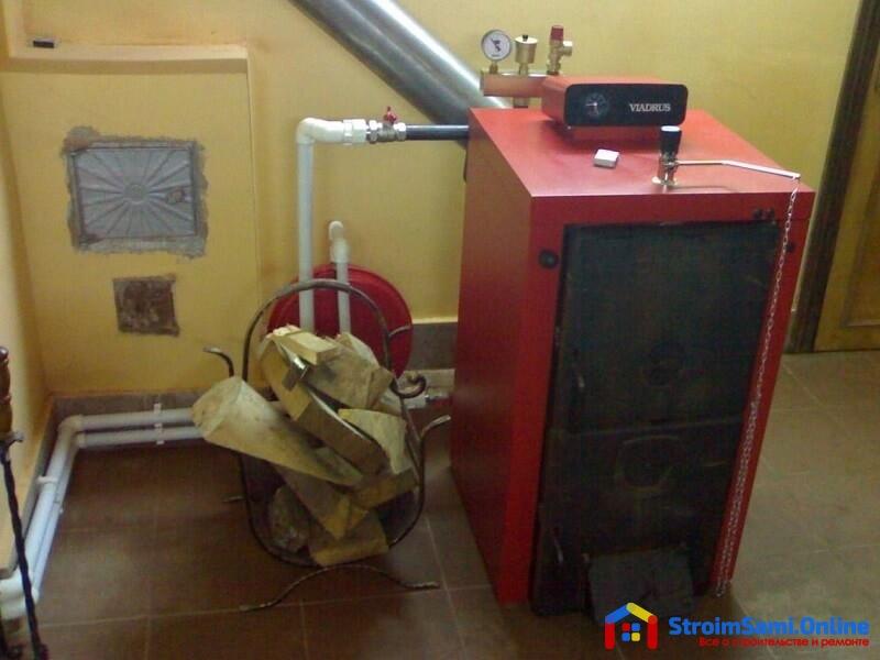На фото: твердотоплевный котел отопления