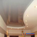 На фото: натяжной потолок из пленки ПВХ