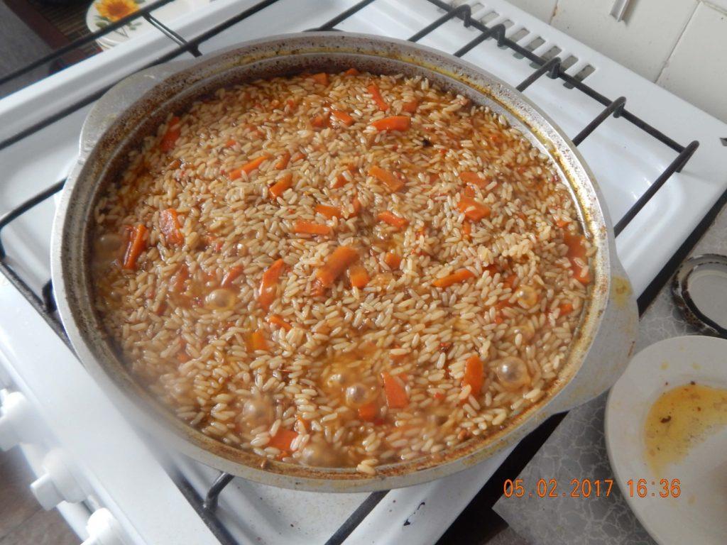 На фото: рецепт приготовления плова из свинины